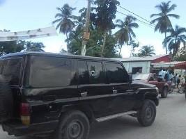 Haïti - Politique : Nouvelles tensions à Petit-Goâve, le véhicule du Ministre Delva pris pour cible...
