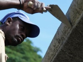Haiti - Reconstruction : Workers better trained for more resistant buildings