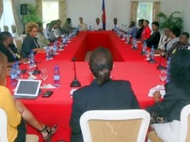 Ha ti politique le pr sident martelly annonce la fin for Hopital canape vert haiti