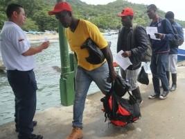 Ha ti social des centaines d ha tien intercept s au for Hopital canape vert haiti