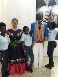 iciHaïti - Social : Les filles du Club de KRIFA découvrent les costumes dévotionnels