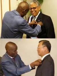 iciHaïti - Diplomatie : Les Ambassadeurs dominicain et taïwanais, décorés par Moïse