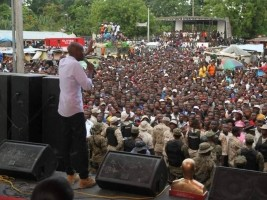 Ha ti flash mo se r it re sa promesse d 39 lectricit 24 for Hopital canape vert haiti