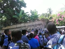 Haiti - Petit-Goâve : Deprived of class, students demonstrate