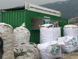 Haiti - FLASH : Plastic waste, a source of income for the poor