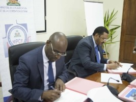 iciHaiti - Politic : Signatures of agreements on territorial development projects