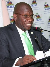 Haiti - Justice : The Minister Fortunate blames the Government Commissioner Dameus