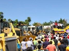 iciHaïti - Jérémie : Moïse distribue des équipements lourds à Château