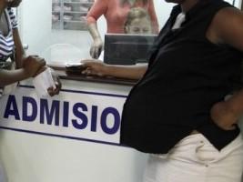 iciHaïti - Santé : L'insuffisance de services médicaux pousse les parturientes haïtiennes en RD