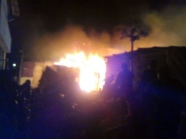 iciHaiti - FLASH : More than twenty small houses destroyed in a fire