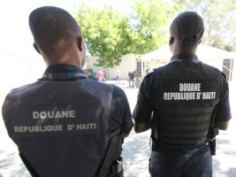 Haiti - Security : Customs Agents prohibited carrying weapons