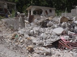 iciHaiti - Politic : Destruction of small houses, too close to the property of the Head of State