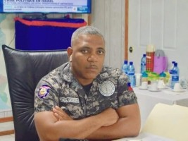 hereHaiti - Security: Michelangelo Gideon congratulates the police officers