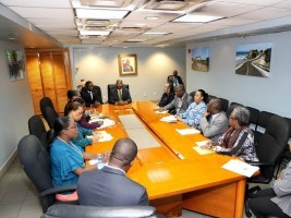 iciHaiti - Politic : Acting Prime Minister Lapin, met the members of his team at the Primature