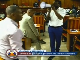 Haiti - FLASH : Violence in the Senate, the opposition wins a 2nd victory, the PM ratification postponed