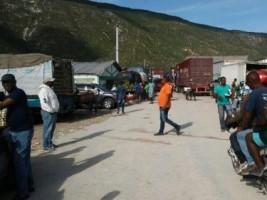 iciHaïti - RD : Des camionneurs haïtiens bloquent le passage frontalier de Malpasse