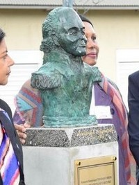iciHaiti - Reunion Island : A bust of Toussaint Louverture in the Garden of Memory