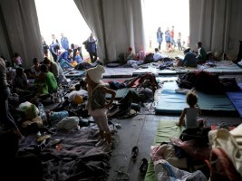 Haiti - Social : Haitians try to escape from a temporary shelter in Mexico