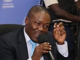 iciHaïti - Politique : Le Secrétaire d'État Alexis déplore les incidents violents au Sénat