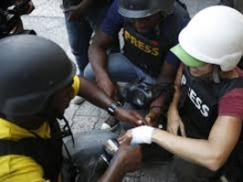 iciHaiti - Demonstrations : 2 injured journalists including a foreigner