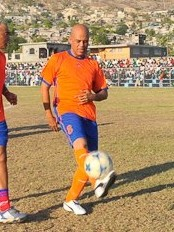 Haiti - Sport : The President Martelly plays football in St-Marc !