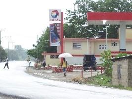 iciHaïti - Ouanaminthe : Des consommateurs en colère attaquent une station d'essence