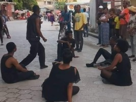 iciHaiti - Petit-Goâve : Street theater stages the crisis