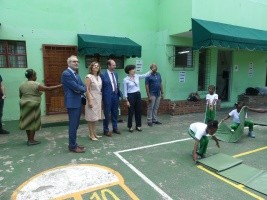 iciHaiti - France : The Ambassador and his wife at the Sainte Thérèse of the Child Jesus school