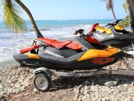 Haiti - Tourism : President Moïse hands over 10 sea scooters to Club Jet Ski Haiti