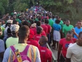 iciHaïti - Social : Ruée des ouvriers sur leur chèque de salaire