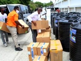 iciHaïti - Social : La Fondation Eric Jean Baptiste vient en appui à la PNH