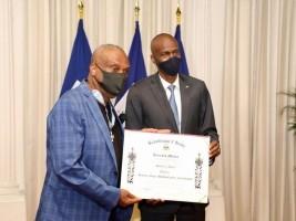 iciHaïti - Culture : Le chanteur «Shoubou» honoré au Palais National