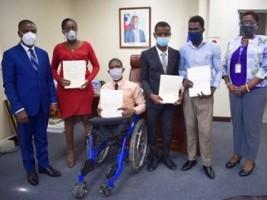 iciHaïti - Politique : 4 jeunes handicapées intègrent le Ministère du Commerce
