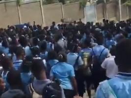 iciHaïti - Education : Les élèves manifestent dans plusieurs villes d'Haïti