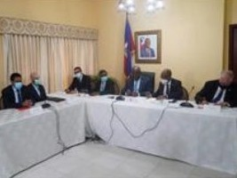 "iciHaiti - Economy: Details of the agreement between the Government and the private sector [19659004] Following the signing this week of a memorandum of understanding between the Government, the Chambers of Commerce and the Association of Industries of Haiti, https://www.haitilibre.com/en/news-31871-haiti-economy-signature- of-a-memorandum-of-understanding-between-the-state-and-the-private-sector.html as part of the efforts made by the Government to control inflation and stabilize the exchange rate through actions jointly conducted by the Bank of the Republic of Haiti (BRH), the Ministries of Economy and Finance and the Ministry of Trade and Industry, the parties have agreed as follows:<p> ""[…] 1.- The companies align themselves with the principle that the gourde is the currency of price display throughout the national territory in acco rdance with the Constitution and undertake to take all the necessary measures so that the prices are displayed in gourde, under the terms of this Memorandum of Understanding and subject to the stabilization of the exchange rate in a reasonable and predictable manner.</p><p> 2. – The Government undertakes to continue along the path aimed at tightening public spending and improving State revenues, in order to limit the monetary financing of the budget deficit and thus contain inflation and exchange rate instability.<div class="