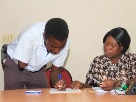iciHaïti - Politique : Remise de chèques de subvention à 40 personnes handicapées