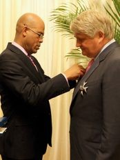 Haiti - Social : The Chairman of Digicel, decorated by the President Martelly