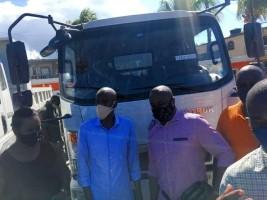iciHaïti - Port-de-Paix : Moïse remet des équipements lourds au Maire pour garder la ville propre