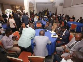 iciHaïti - Constitution : Cérémonie de remise de l'avant-projet à 94 Partis Politiques