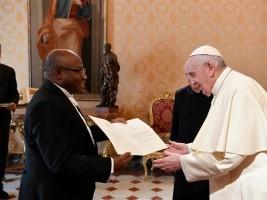 iciHaïti - Vatican : Le nouvel ambassadeur d'Haïti reçu en audience par le Pape François