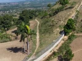 iciHaïti - Sondage : Plus de 80% des dominicains approuvent la construction d'un mur ou d'une clôture à la frontière