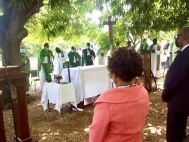 iciHaïti - Séisme : Le P.M. à la messe célébrée par Mgr André Dumas en mémoire des victimes de Petite-Rivière des Nippes