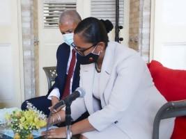 iciHaïti - Tourisme : Signature d'un accord entre l'UEH et le Ministère du Tourisme
