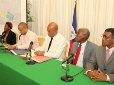 Haiti - Reconstruction : The President Martelly releases the downtown of Port-au-Prince...