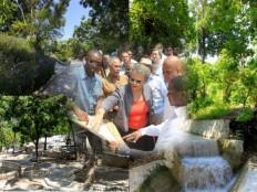 Ha ti environnement le pr sident martelly visite le for Hopital canape vert haiti