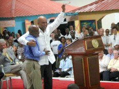 Haiti - Politic : Martelly gives the brace to René Préval (speech)