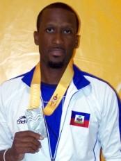 Ha ti sports moise joseph m daille d argent au 800 for Hopital canape vert haiti