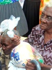 Haïti - Social : Distribution de paniers de solidarité au Sanatorium de Sigueneau