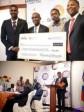 iciHaïti - Humanitaire : Le «Shekinah Charity Funds» distribue des chèques de subvention