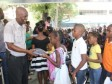iciHaïti - Pétion-ville : Distribution de matériels scolaires et d'uniformes